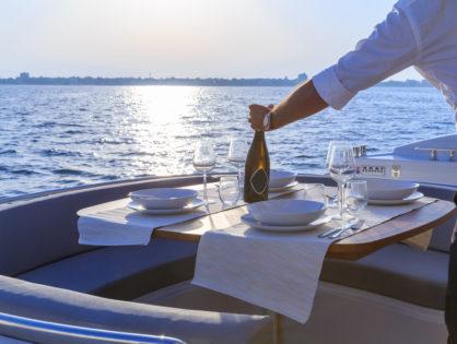 Ждём Вас на прогулки на яхте с 31 мая 2021 года!